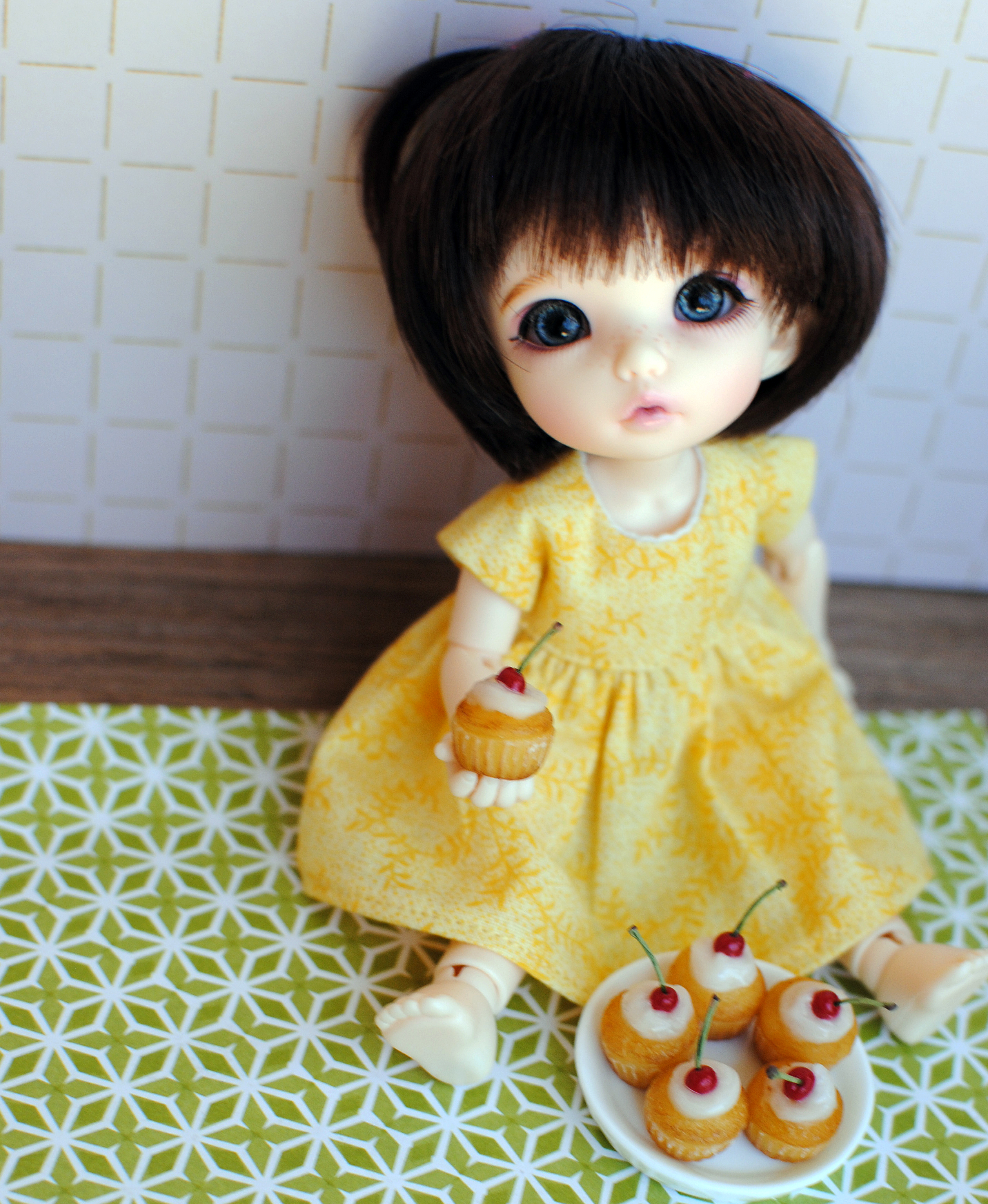 doll with cupcake5